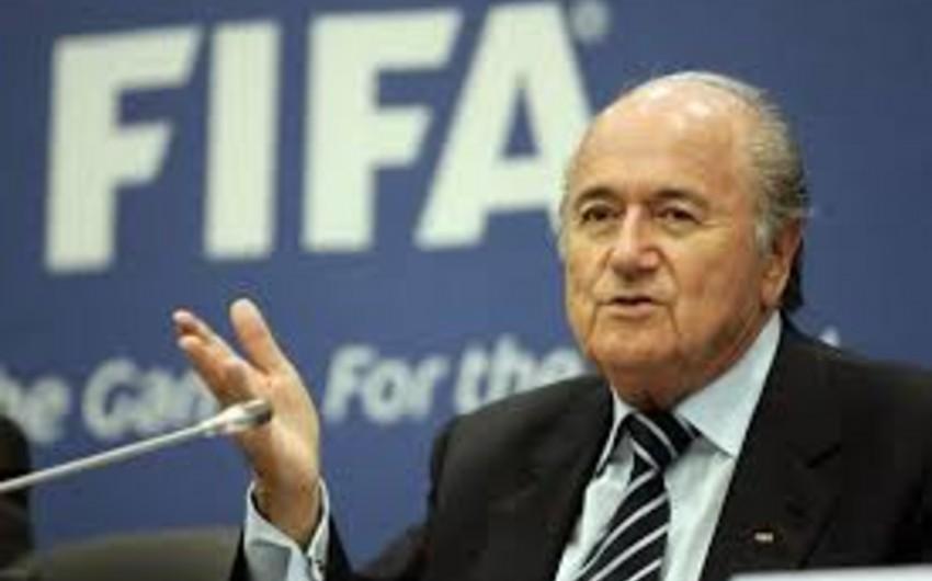Yozef Blatterin 100 milyon dollar rüşvət aldığı iddia edilir