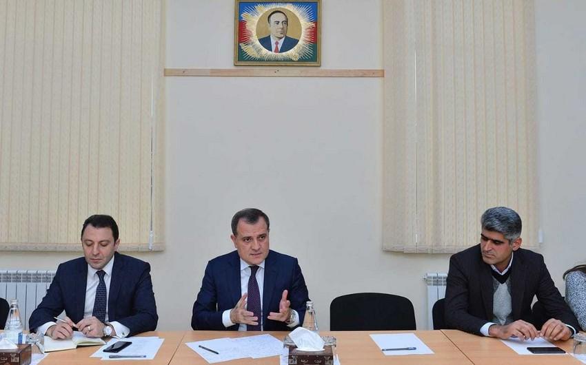 Министр образования Азербайджана встретился с родителями школьников