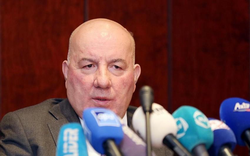 Elman Rüstəmov: Lirənin ucuzlaşmasının manata təsiri gözlənilmir