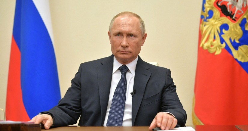 """Putin: """"Rusiya qonşularının daxili siyasətinə qarışmır"""""""