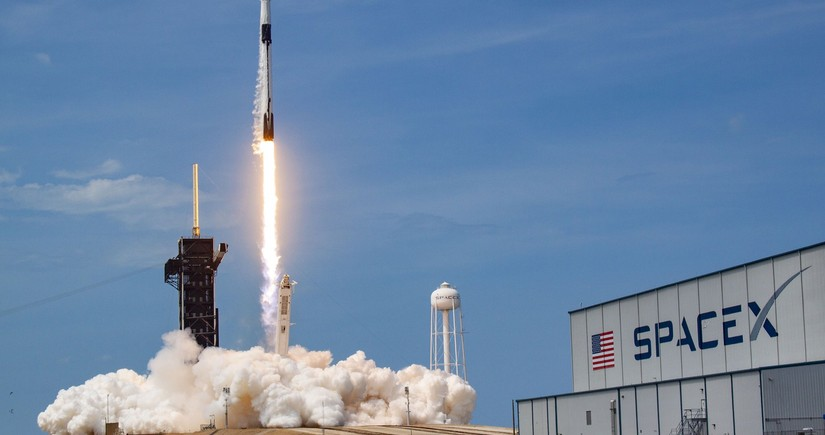 SpaceX rocket to carry record number of satellites