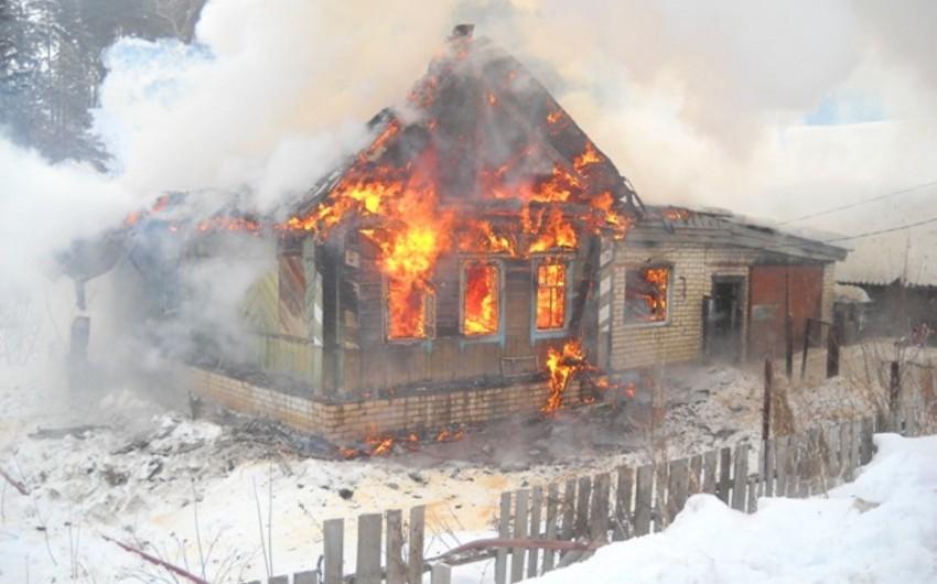 Sabirabadda üçotaqlı ev yanıb