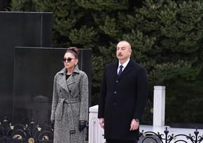 Prezident İlham Əliyev və Mehriban Əliyeva ulu öndər Heydər Əliyevin məzarını ziyarət ediblər