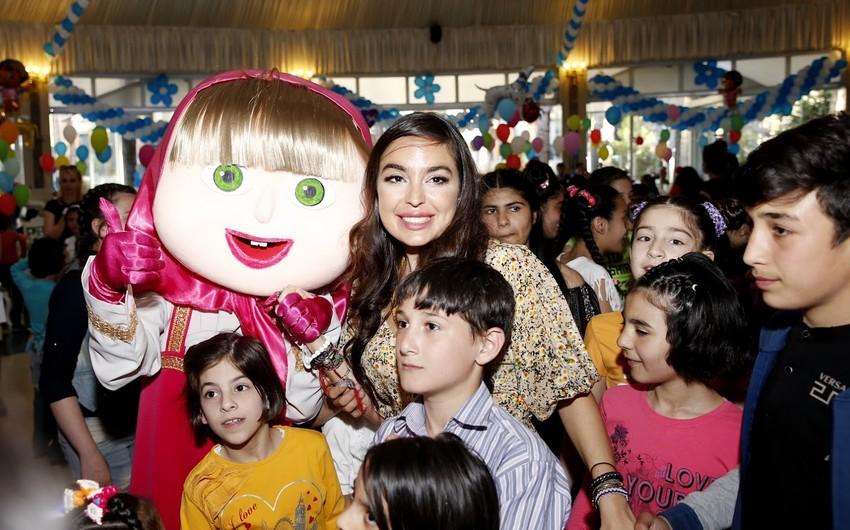Leyla Əliyeva xüsusi qayğıya ehtiyacı olan uşaqlar üçün keçirilən şənlikdə iştirak edib
