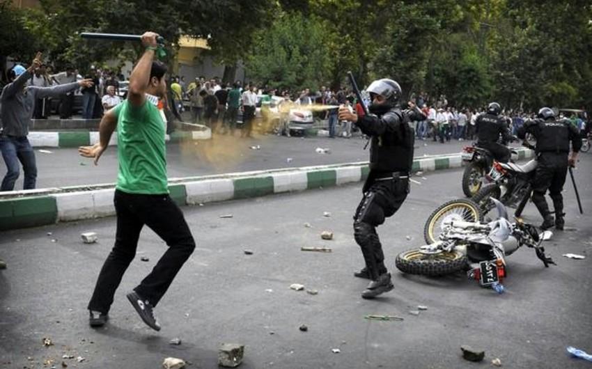 İran polisi icazəsiz mitinqin 50-dən iştirakçısını həbs edib