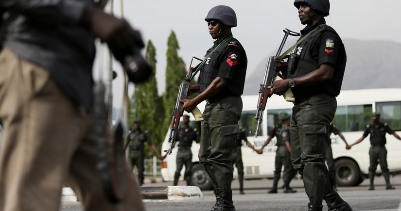 Nigeriyada silahlılar məktəbə hücum edərək, azı 80 şagirdi qaçırdılar