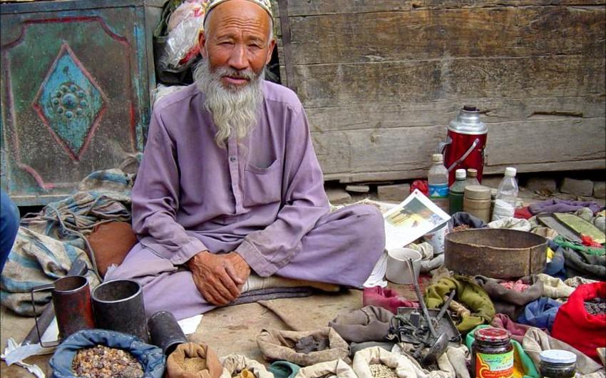 Çin hakimiyyəti uyğurların uzun saqqal saxlamasını və dini geyimlər geyməsini qadağan edib