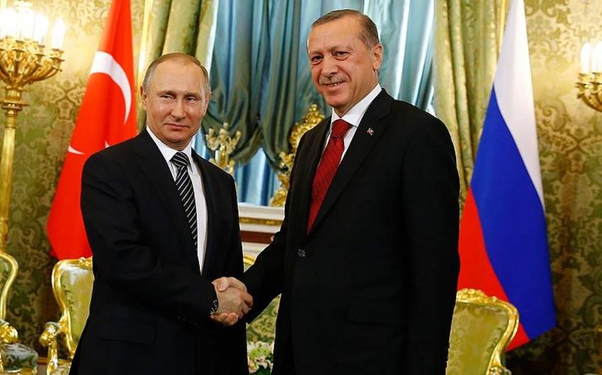 Putin Ərdoğanı referendumun nəticələri ilə bağlı təbrik edib