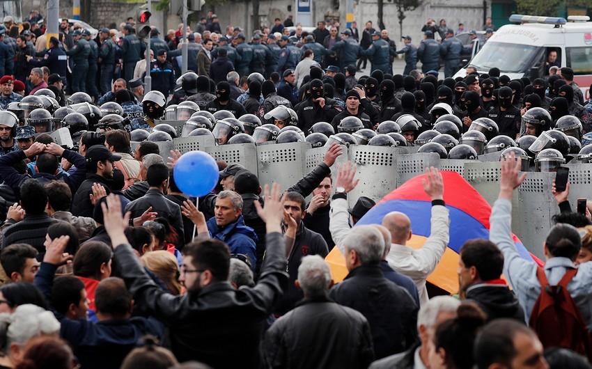 Rusiyaya gedə bilməyən ermənilər Yerevanda aclıq aksiyası keçirirlər