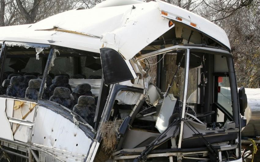 ABŞ-da avtobus qatarla toqquşdu, 10 nəfər ölüb