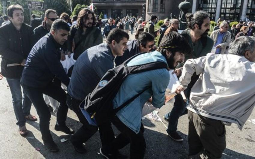 KİV: Ankarada terror aktı törədənlərin kimliyi müəyyənləşib