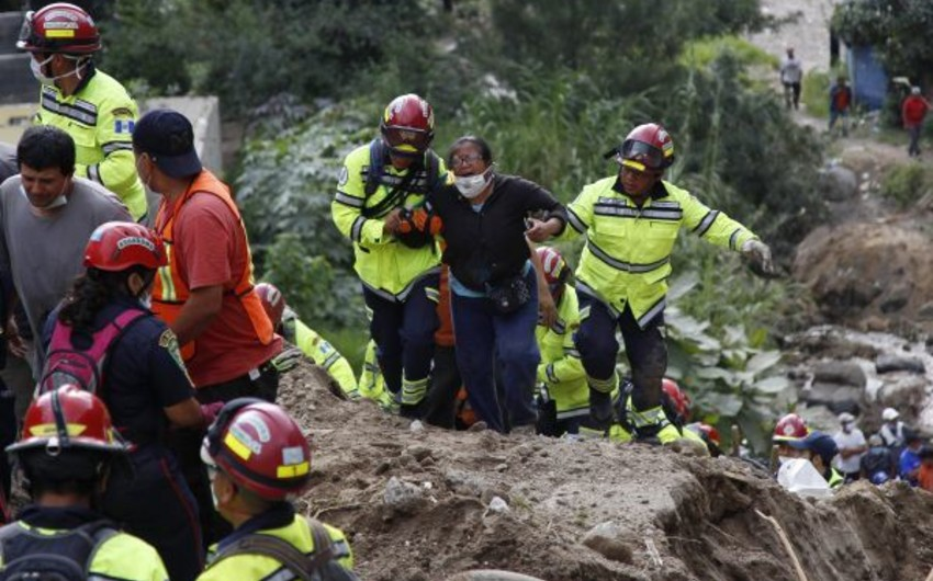 Indonesian landslide leaves 15 killed