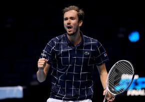 Медведев победил Надаля и сыграет в финале Итогового турнира АТР