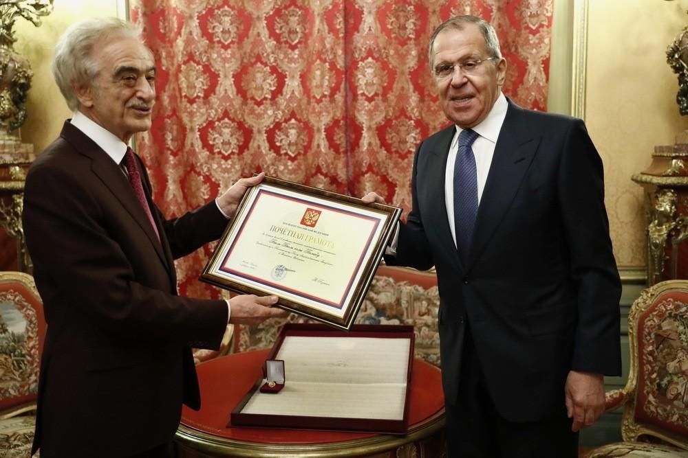 Лавров вручил Поладу Бюльбюльоглу награду от Путина - ФОТО