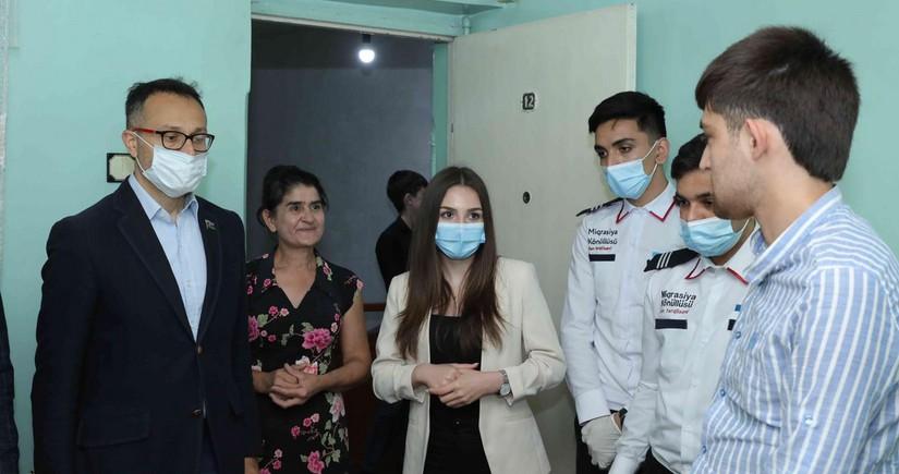 Deputat qazi ailələrini ziyarət edib