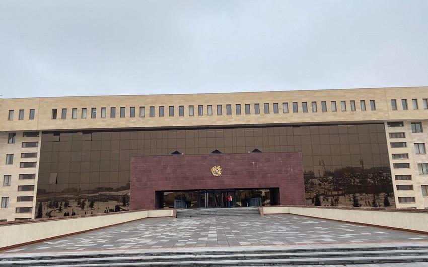 СМИ: Хаос и неразбериха царят в министерстве обороны Армении