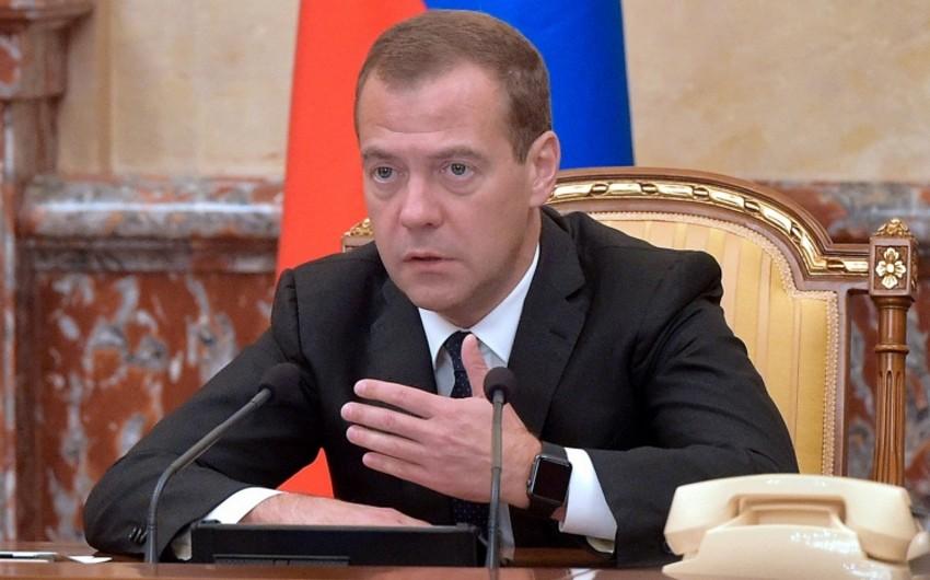 Medvedev: 2016-cı ildə Rusiyada anti-böhran planının tətbiqi mümkündür