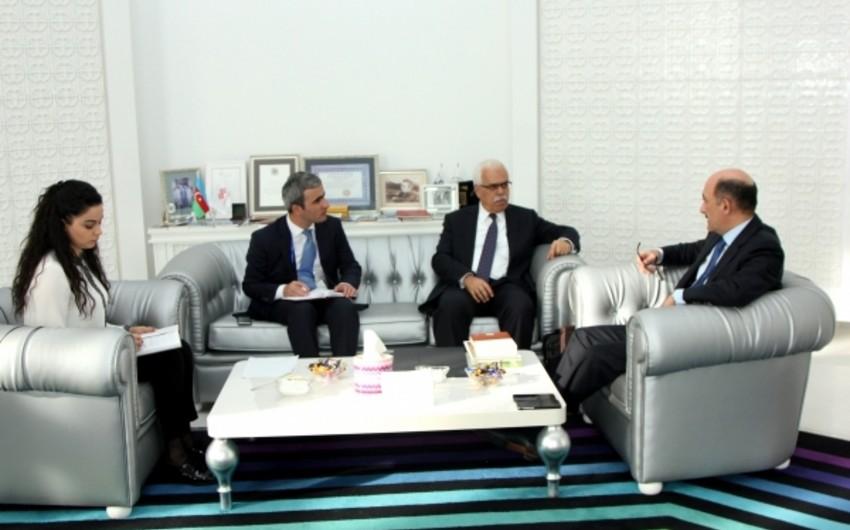Əbülfəs Qarayev İRCİCA-nın baş direktoru ilə görüşüb