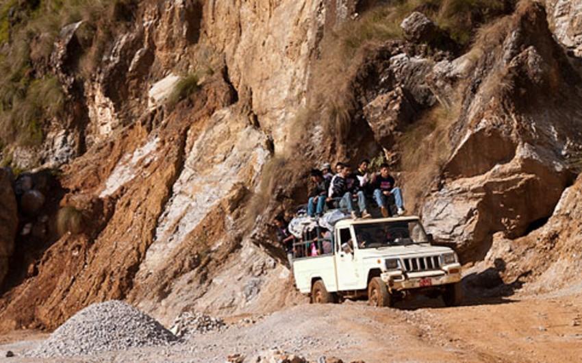 Nepalda yolsuzluq avtomobili dərəyə aşıb, 10 nəfər ölüb