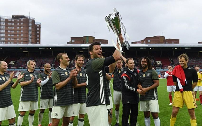 Англия и Германия сыграли товарищеский матч в честь 50-летия чемпионского титула