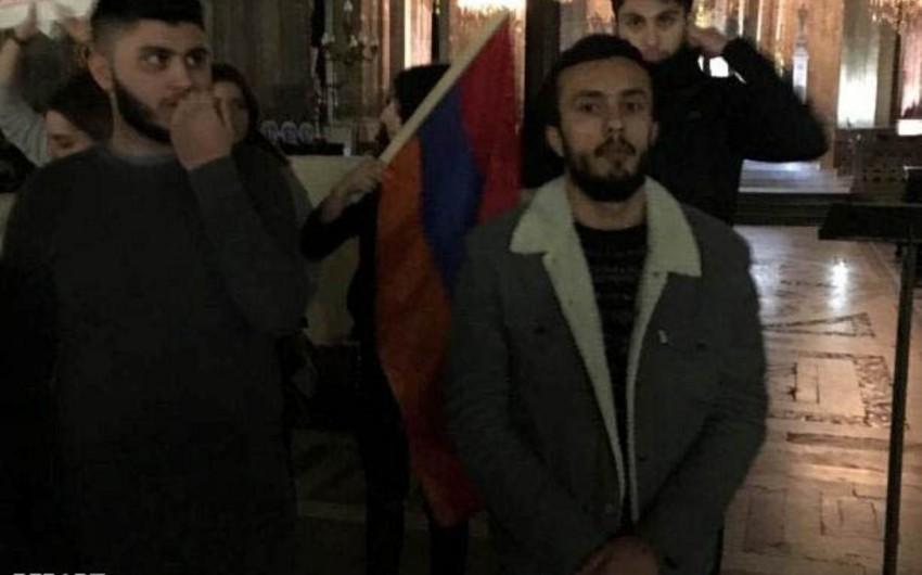 Parisdə Xocalı soyqırımı tədbiri keçirilən kilsəyə ermənilər basqın ediblər - FOTO
