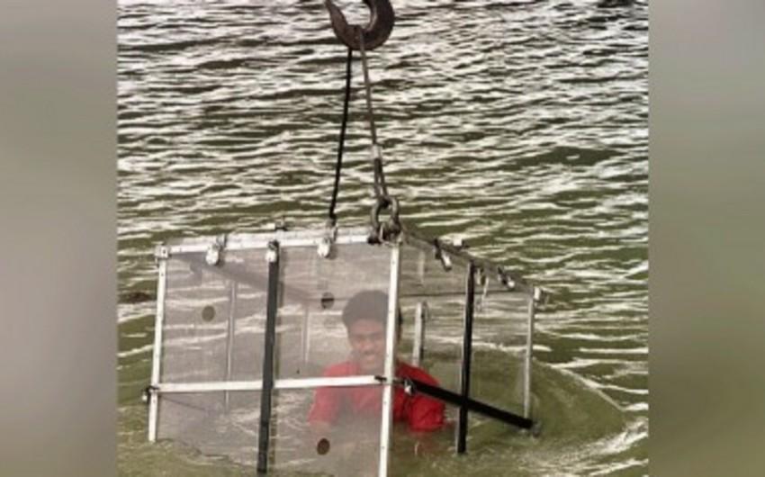 Индийский маг пропал без вести, выполняя трюк с освобождением в реке  - ВИДЕО