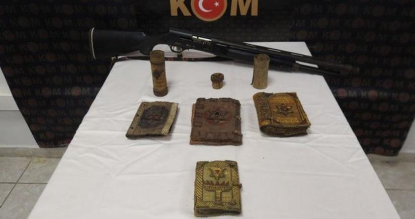 Türkiyəyə qanunsuz yolla gətirilən 1000 illik Tövrat kitabları müsadirə olunub