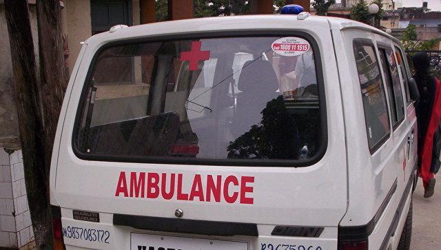 В Индии автобус упал в реку, 30 человек погибли