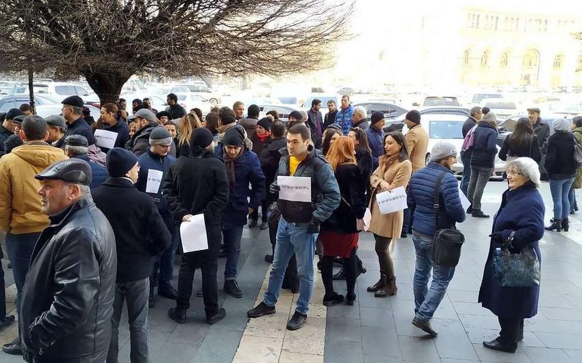 Yerevan Dövlət Universitetinin əməkdaşları etiraz edirlər