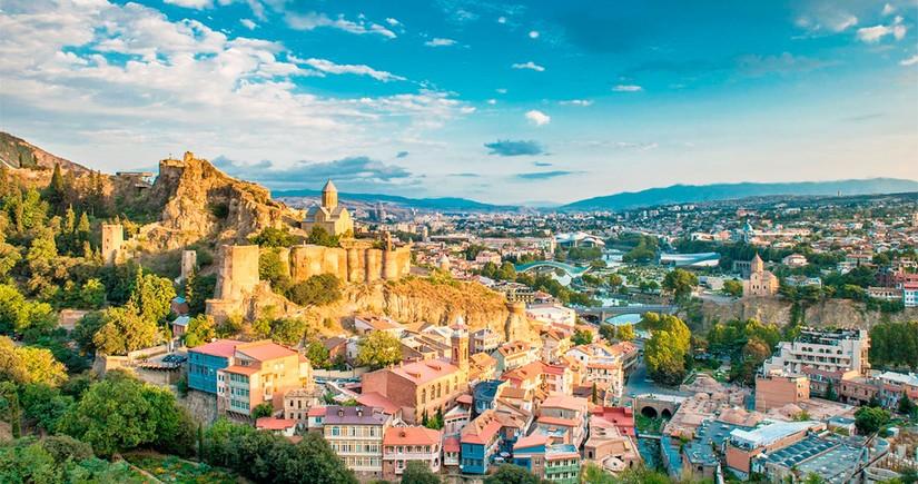 Gürcüstan avqustda turizm gəlirlərini 13 dəfədən çox artırıb
