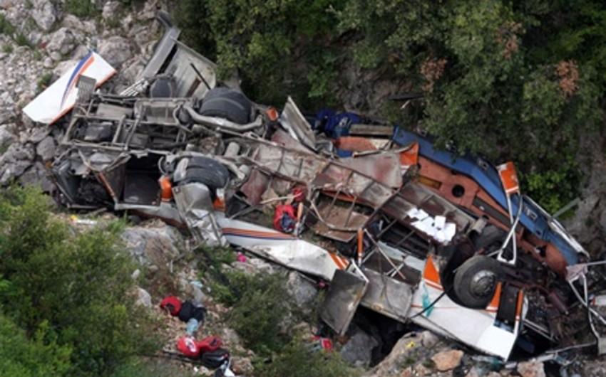 Boliviyada avtobus dərəyə aşıb, 21 nəfər ölüb