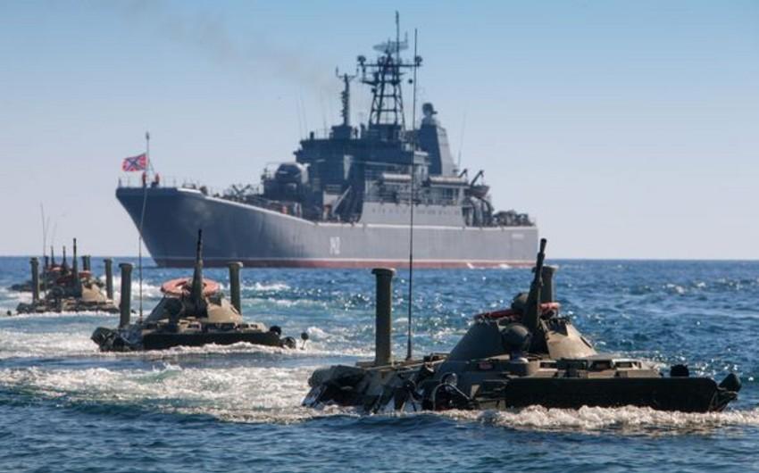 Rusiya donanması Xəzər dənizində təlim keçirir