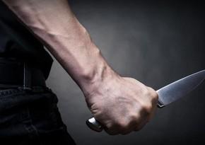Nərimanovda kişi evində özünü bıçaqladı