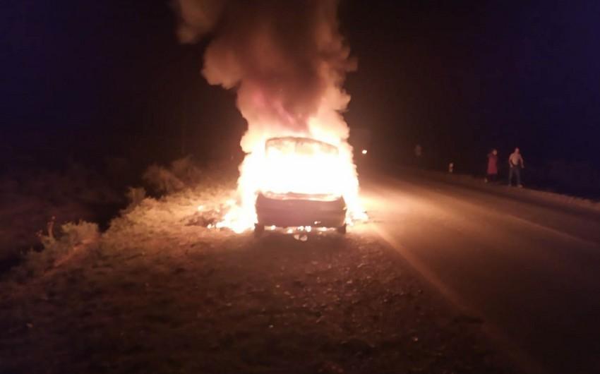 Salyanda minik avtomobili yanaraq yararsız hala düşüb - FOTO