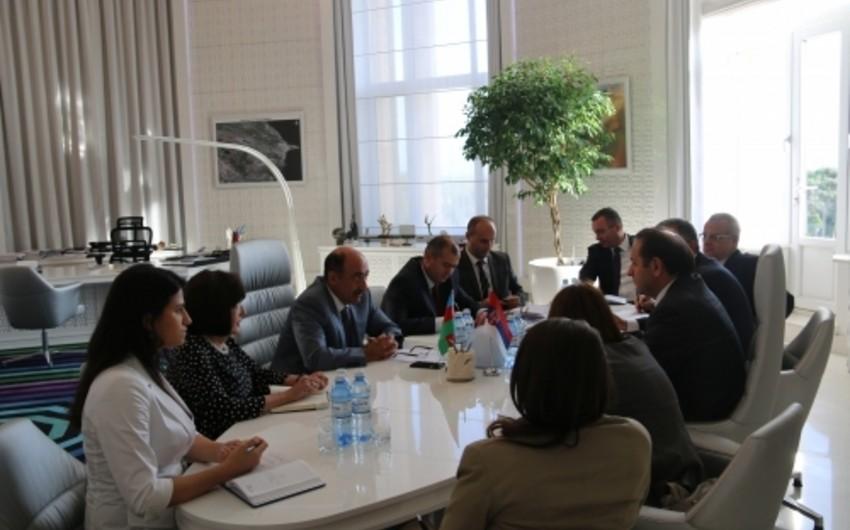 Əbülfəs Qarayev Serbiya baş nazirinin müavini ilə görüşüb