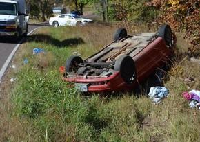 İsmayıllıda avtomobil dərəyə aşdı, sürücünün anası öldü