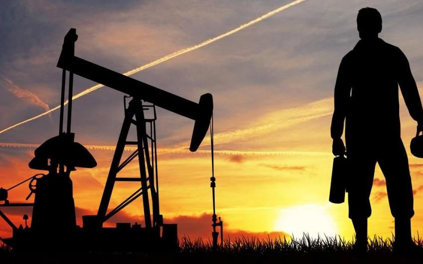 Цены на нефть растут на сигналах о сокращении запасов нефти на мировом рынке