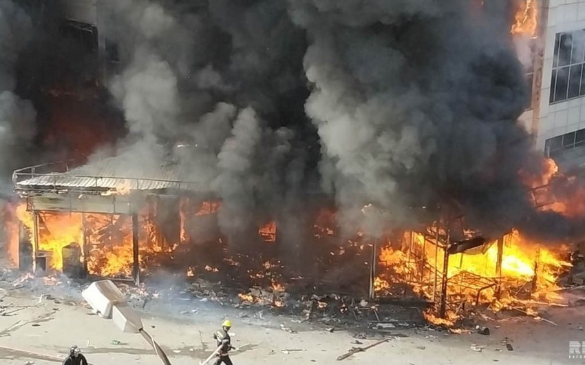 Dövlət rəsmiləri Bakıda yanğının baş verdiyi əraziyə gəliblər