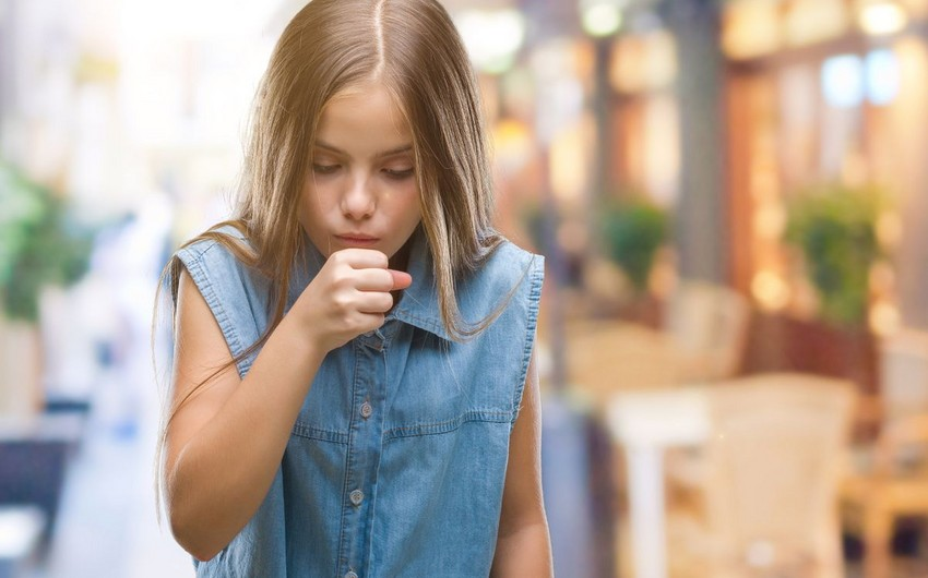 Британским школьникам запретили кашлять