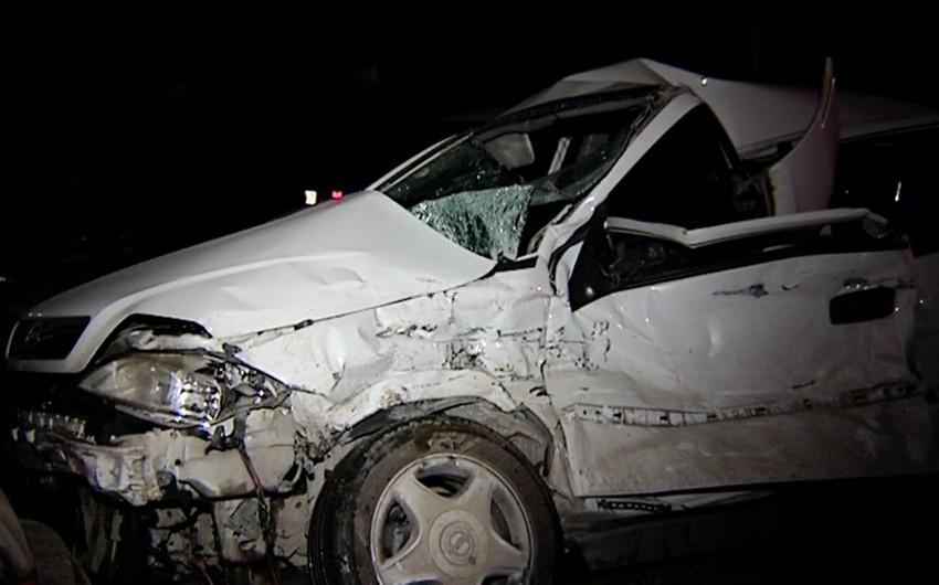 """Bakıda """"Opel"""" markalı avtomobil qəza törədib, sürücü ölüb"""