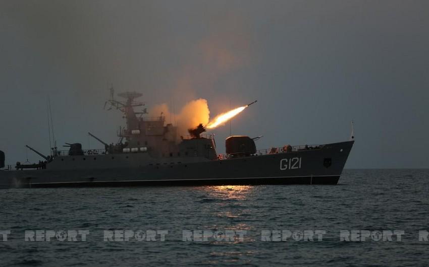 Учения ВМС продолжились ночными стрельбами - ФОТО