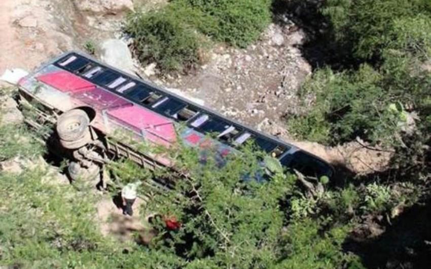 Hindistanda avtomobil dərəyə aşıb: 6 ölü, 11 yaralı