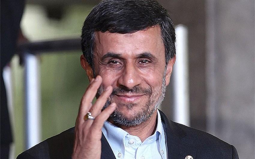 Mahmud Əhmədinejad yenidən İran prezidentliyinə namizədliyini irəli sürüb