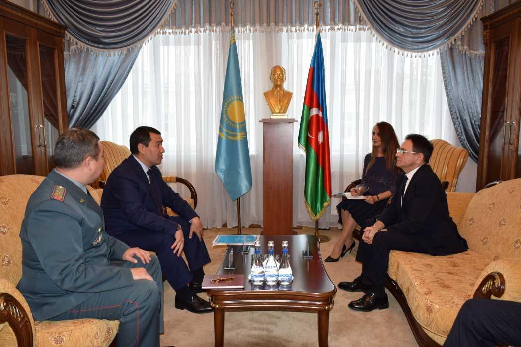 Министр обороны Казахстана посетит Азербайджан