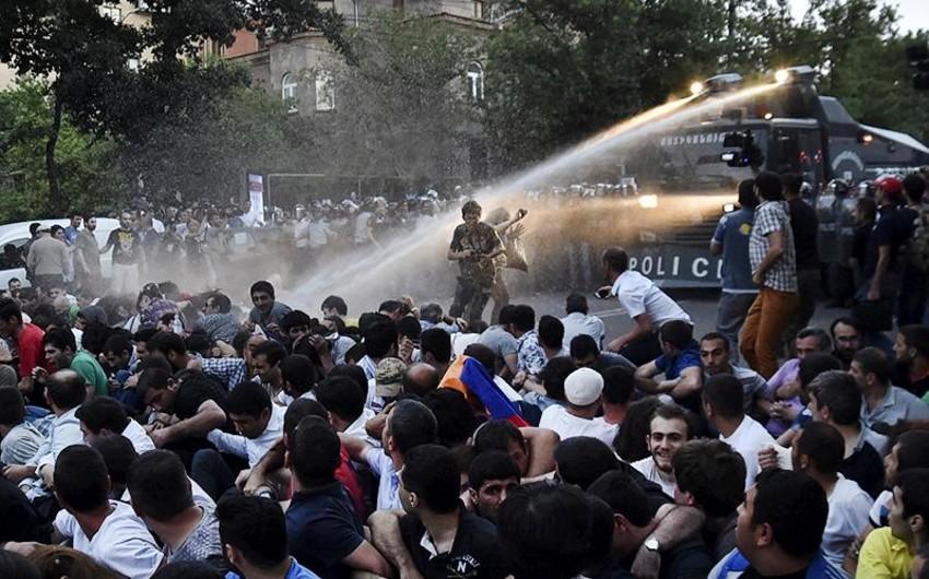 Ermənistanda etirazçılar mitinqin davam edəcəyini bəyan ediblər