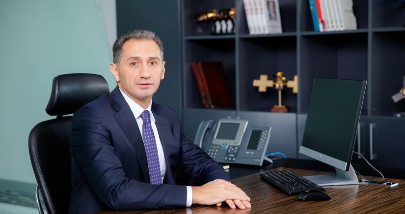 Prezidentin köməkçisi yeni naziri kollektivə təqdim edib
