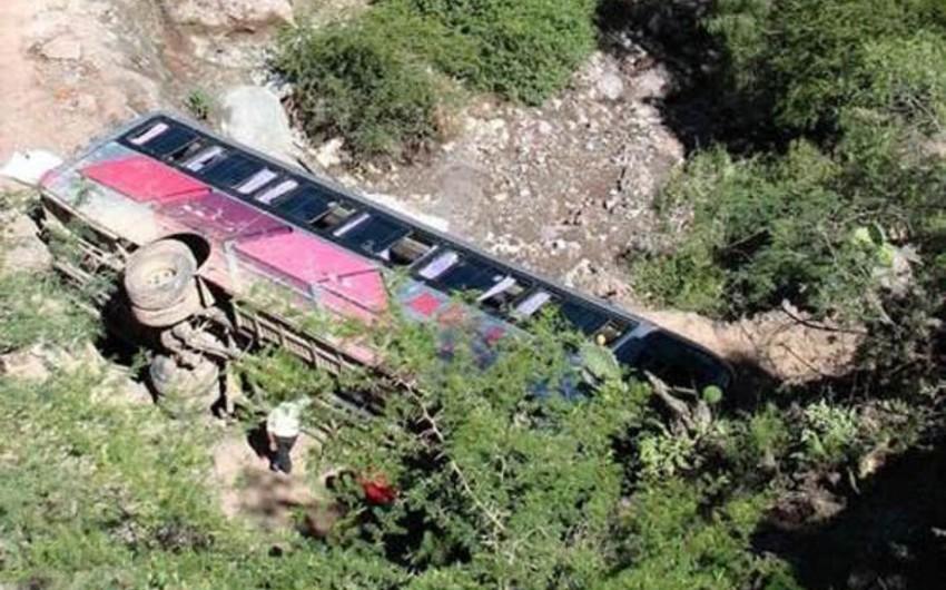 Nepalda sərnişin avtobusunun uçuruma yuvarlanması nəticəsində 18 nəfər ölüb