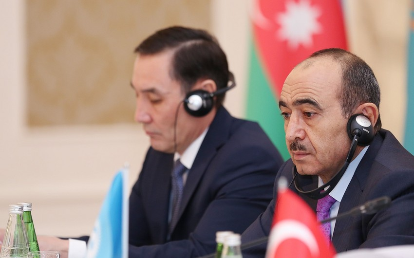 Əli Həsənov AzTV və İTV-nin türkdilli ölkələrdə yayımına icazə verilməsini təklif edib