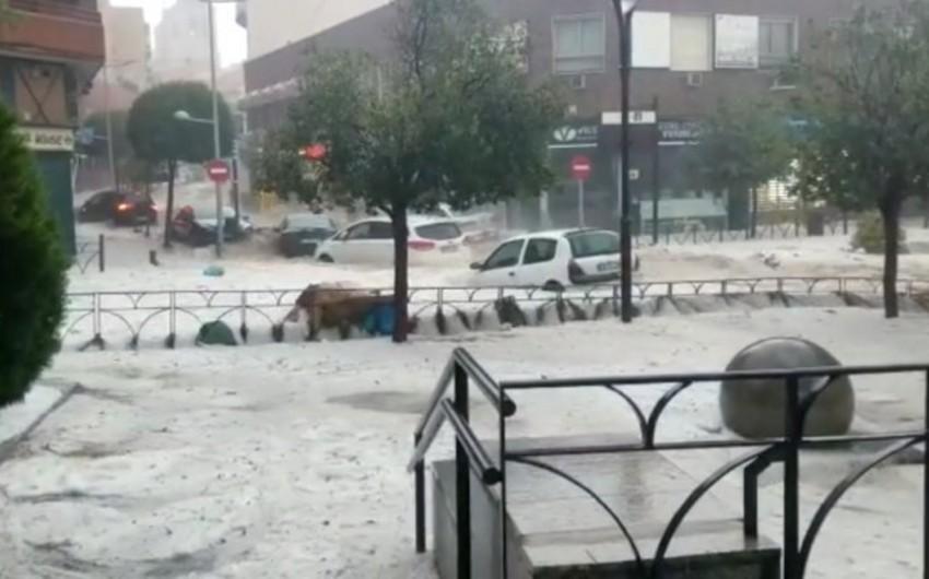 Güclü yağışlar Madriddə küçələri və metro stansiyalarını su altında qoyub - VİDEO