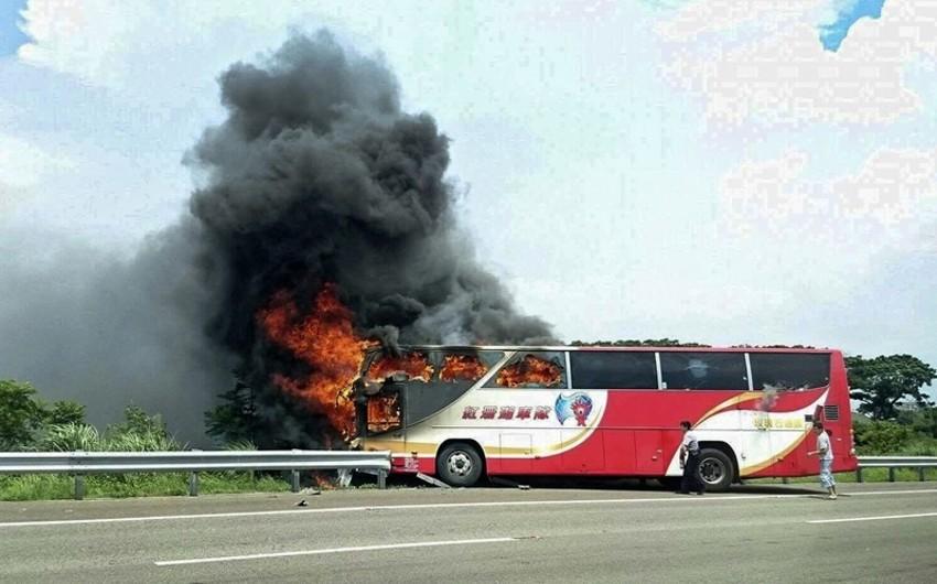 Çində 26 nəfər turist avtobusunda yanaraq ölüb - YENİLƏNİB